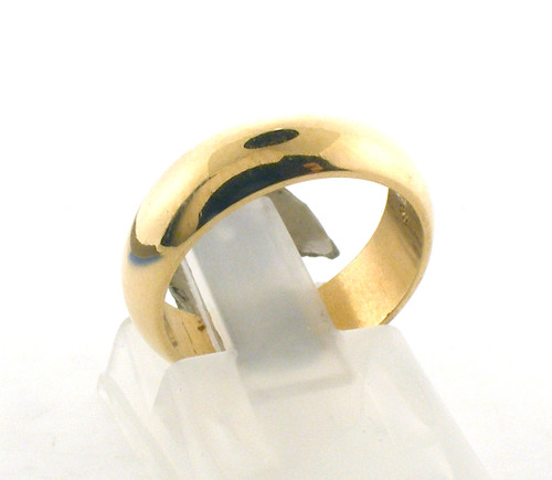 14 karat yellow gold wedding ring. The total weight of the ring is 2.6 grams and is made for a finger size of 4.