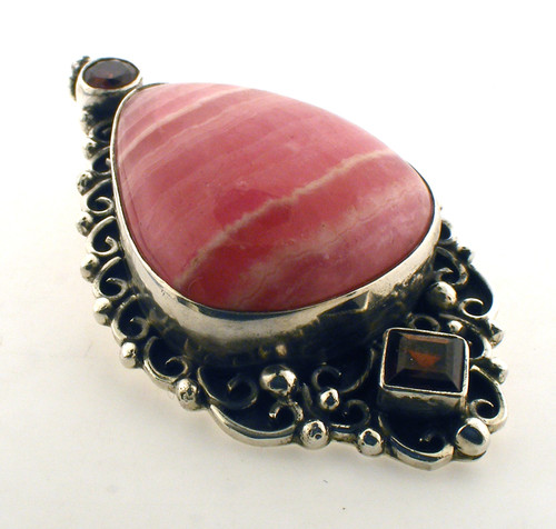 Sterling silver and red stones pendant. The total weight of the pendant is 18.1 grams.