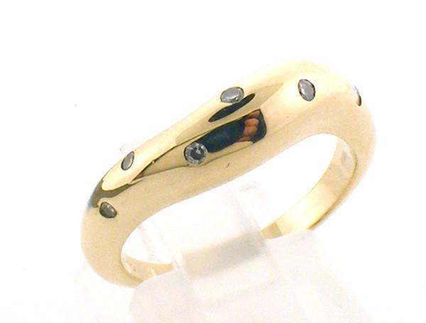 14k gold ring. size 7 weighing 5.5 grams