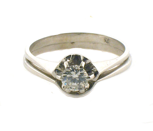 ladies 14k engagement ring set. size 7.5 weighing 3.7 grams. diamond weighs ~.3 ct. the diamond's color is H-I and is a VS quality.