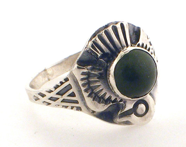 Sterling silver eagle with jade ring weighing 2.6 grams size 5
