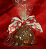 Combining a plain ribbon with a printed ribbon makes for a truly elegant presentation to this beautiful chocolate apple