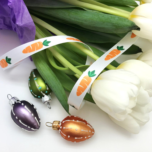 Tie your tulips with this pretty ribbon and welcome Spring in style!