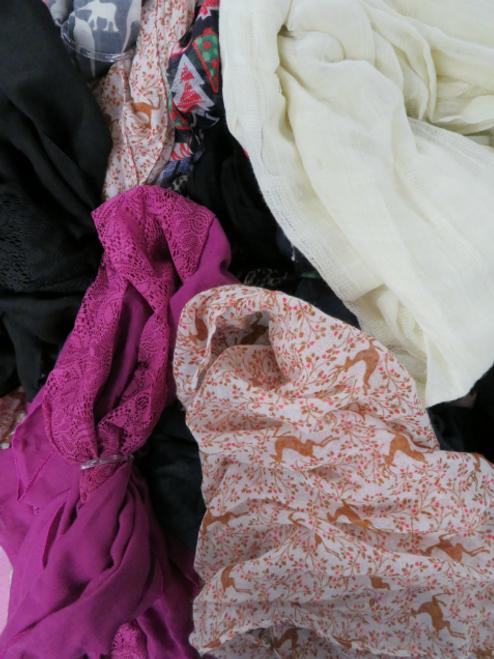31pc Womens Scarves #15055i (q-5-4)