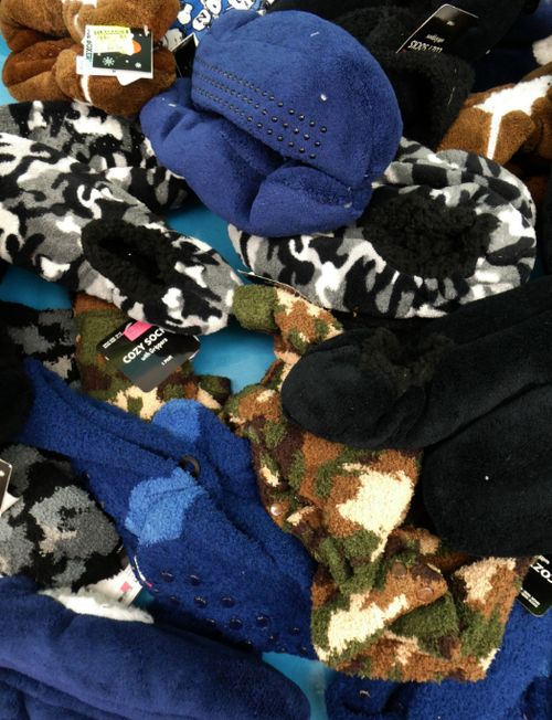 29pc MENS Fur-Lined SLIPPERS & Cozy Socks #17153G (o-3-1)