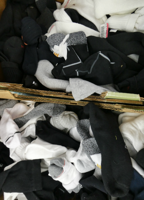 102+pc MENS Pairs of Socks #17157G ()