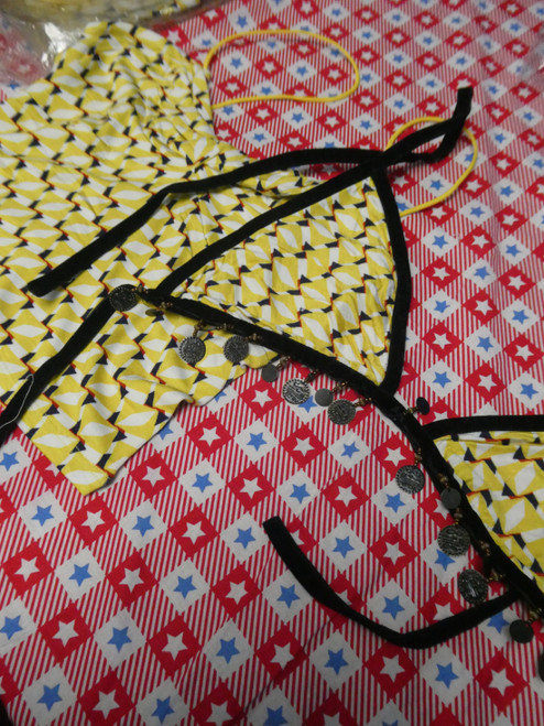 42pc Abstract Yellow Charm + Strappy Crop Lingerie ~ 2 Styles #20407K (V-3-3)