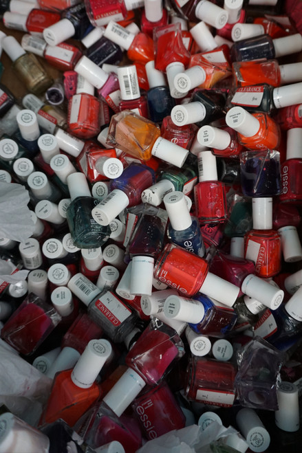 60+pc GRAB BAG *ONLY ESSIE* Nail Polishes! IMPERFECT PACKAGING #23062N (Z-3-1)