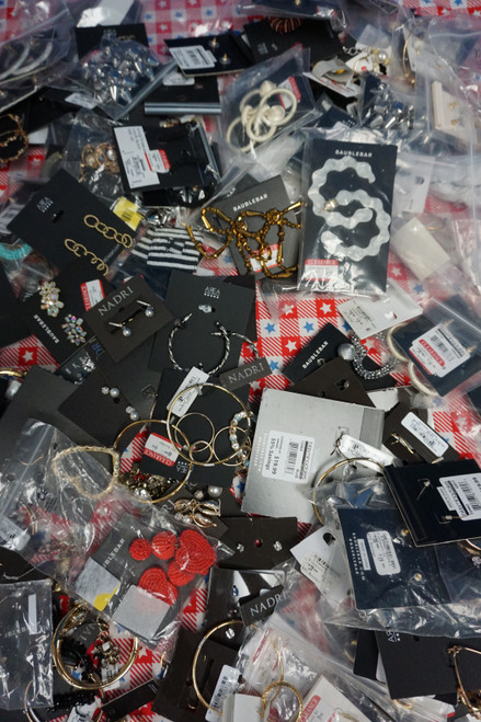 141+pc Unsorted BL**MINGDALES Jewelry #23074N (W-1-1)