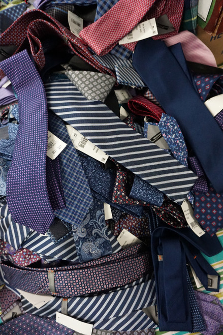 36pc Grab Bag BL**MINGDALES MENS STORE Neck Ties #23227z (U-1-6)