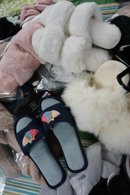 35prs Womens Slippers INC Charter ISOTONER Jenni #23684B (C-1-2)