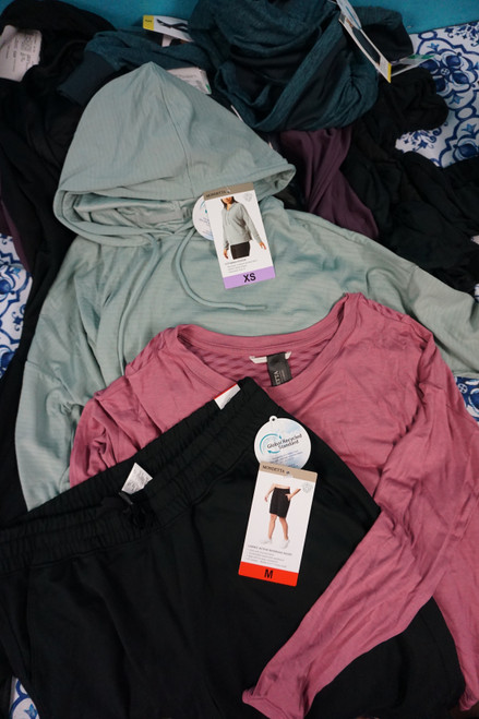 16pc ONLY MONDETTA Brand Active Clothing #23980w (P-2-5)