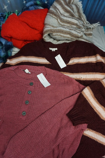 26pc American Eagle Womens Sweaters & Scarves #24720v (i-5-6)