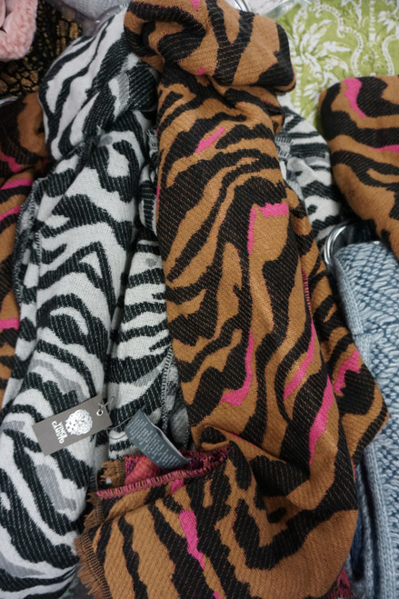 10pc Womens VINCE CAMUTO Scarves #24779Y (W-8-4)