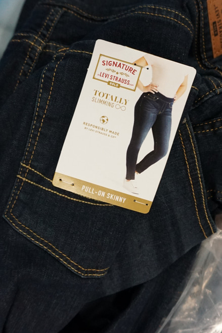8pc Womens LEVIS Jeans #24862F (V-2-3)