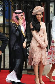 QueenLine Lace Celebrity Dresses A-line Long Sleeves Knee Length Flowers Short Famous Formal Red Carpet Dresses