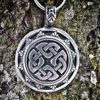 Shield Knot Pendant – Celtic Traditions