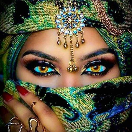 5D Diamond Painting Green Masked Eyes Kit