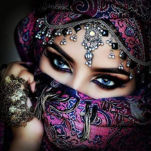 5D Diamond Painting Pink Masked Eyes
