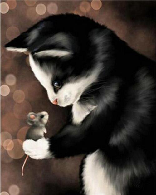 5D Diamond Painting Cat Holding a Mouse Kit