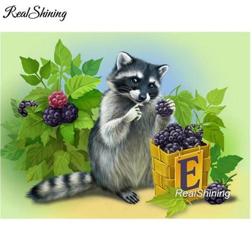 5D Diamond Painting Raccoon Eating Berries Kit