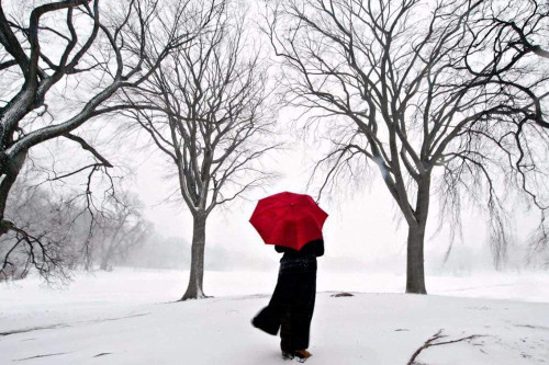 5D Diamond Painting Red Umbrella in the Snow Kit