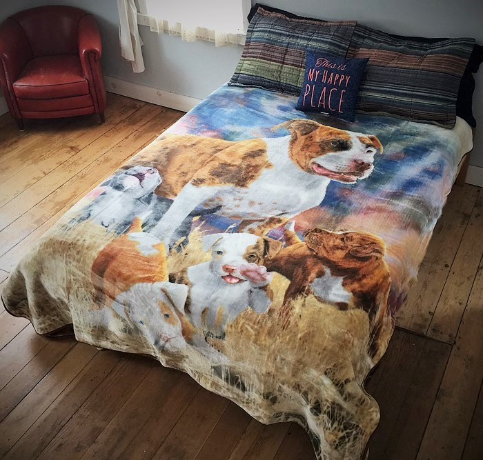 Signature Pit Bull with Puppies Blanket (Queen Size)