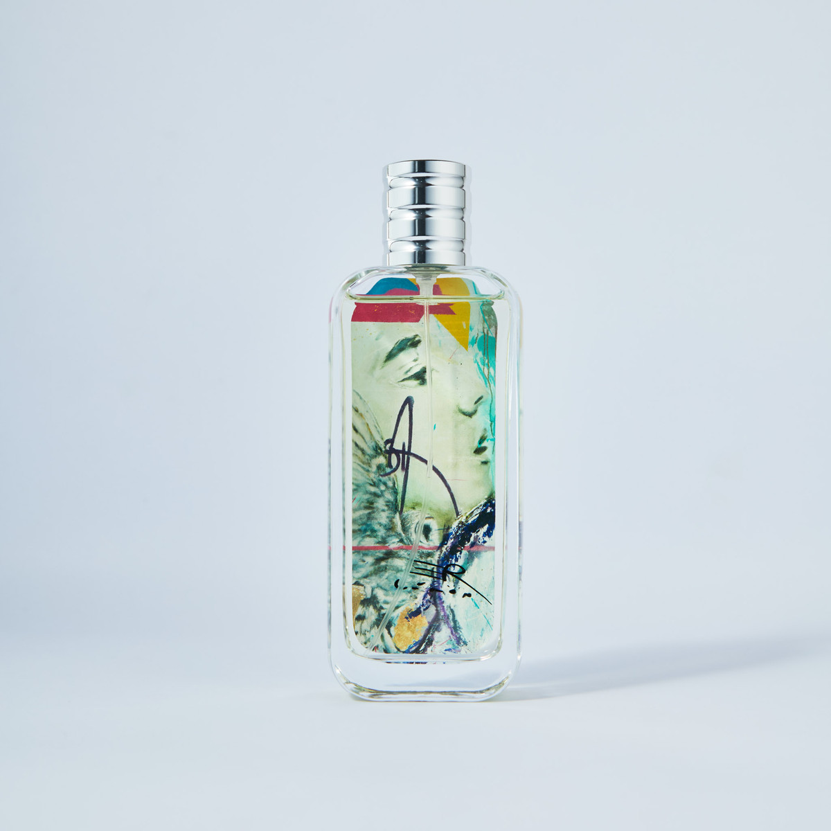 Tenacity and Adventure are all that you can find in this bold perfume for men by Liron!  The indulgent Liron for Men features notes of Green Apple, Italian Lemon, Geranium, Tonka Beans, Madagascar Vanilla, and Virginian Cedar.  You will receive a Free Poster of this piece of art