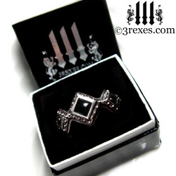 3 rexes black glam ring box with silver renaissance wedding ring