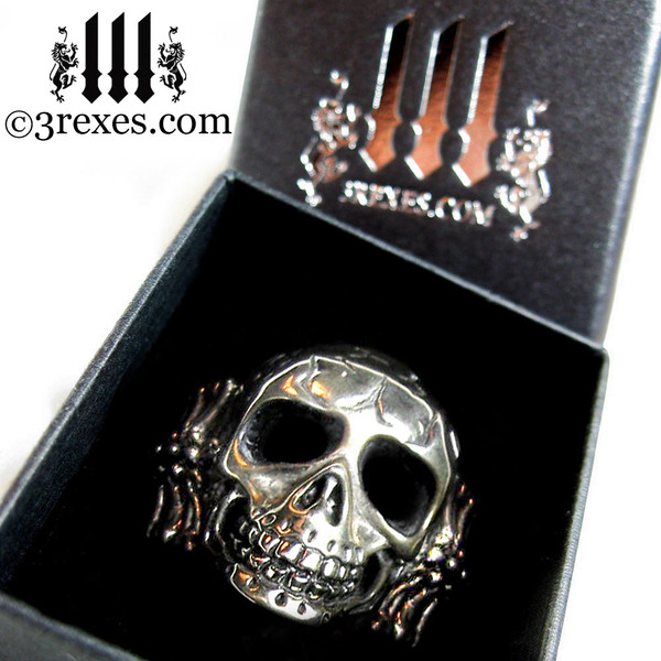 3 rexes prestige ring box with silver skull biker ring