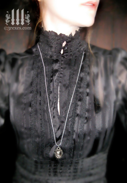 haunted ghost cameo necklace gothic model