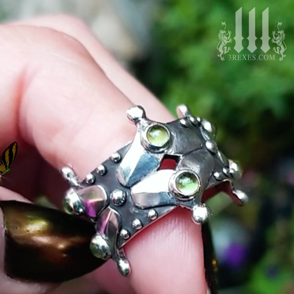 Gothic wedding Ring for girls with Green Peridot Stones .925 Sterling Silver, ladies goth engagement ring, Lovers Fairy Crown band, fantasy jewelry, medieval queen, renaissance faire