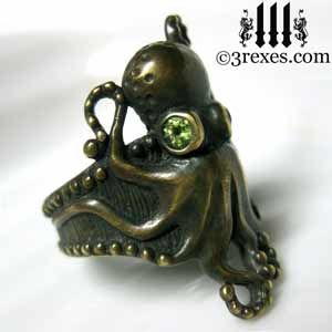octopus-ring-dark-brass-green-peridot-eyes-goth-band-side-detail