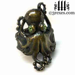 octopus-ring-dark-brass-green-peridot-stone-eyes-gothic-band