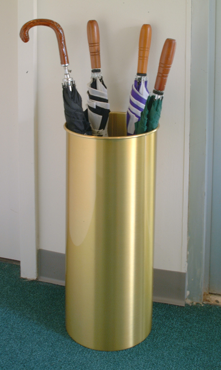 CAN ALSO BE USED AS AN UMBRELLA HOLDER