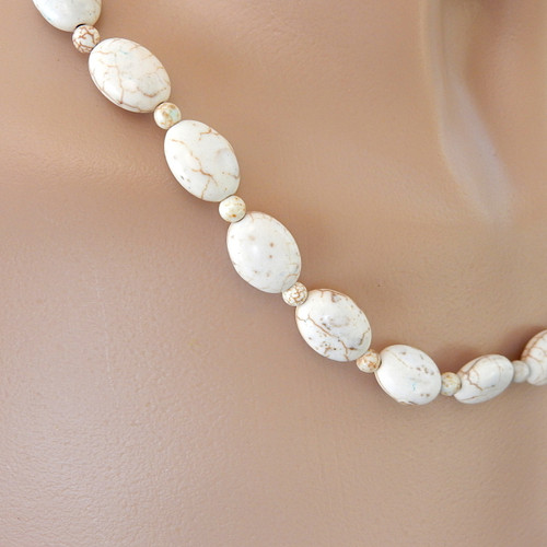 Cream ivory oval magnesite gemstone necklace with flower dangle silver 21 inch