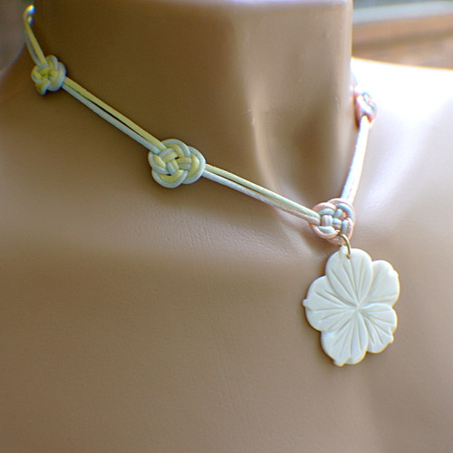 Large white shell flower pendant necklace 17 inch