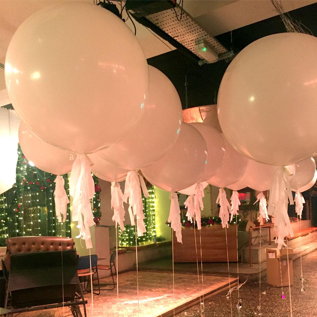 square-white-giant-balloons.jpg