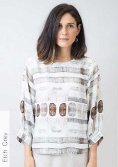 NATURALS by OLIVE ET JULIE ELBOW SLEEVE LINEN TOP IN  ETCH GREY PRINT