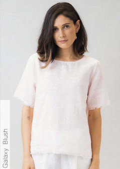 NATURALS BY OLIVE ET JULIE SHORT SLEEVE LINEN TOP IN GALAXY BLUSH