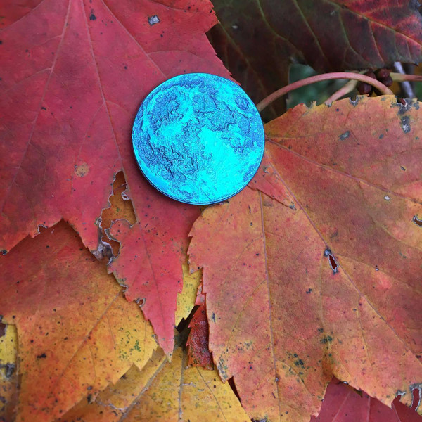 Blue Moon Coin in Anodized Niobium