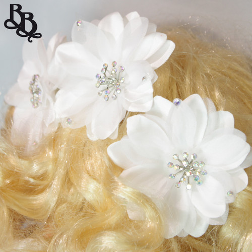 FL06 White Floral Headpiece