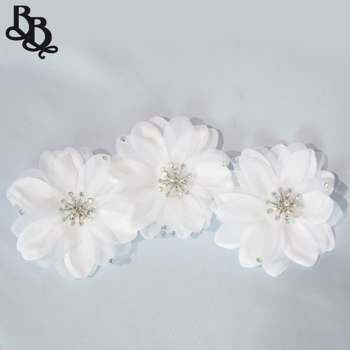 FL06 White Floral Headpiece