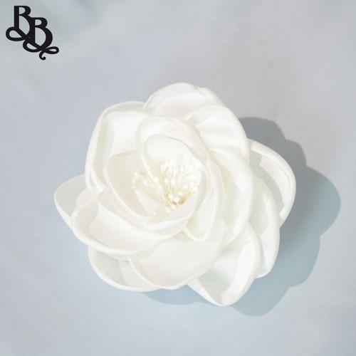 FL10 White Floral Headpiece