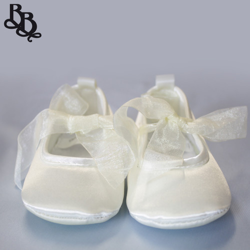 Baby girls toddler satin ballet shoe suitable for party and formal occasion available in cream, pink, white