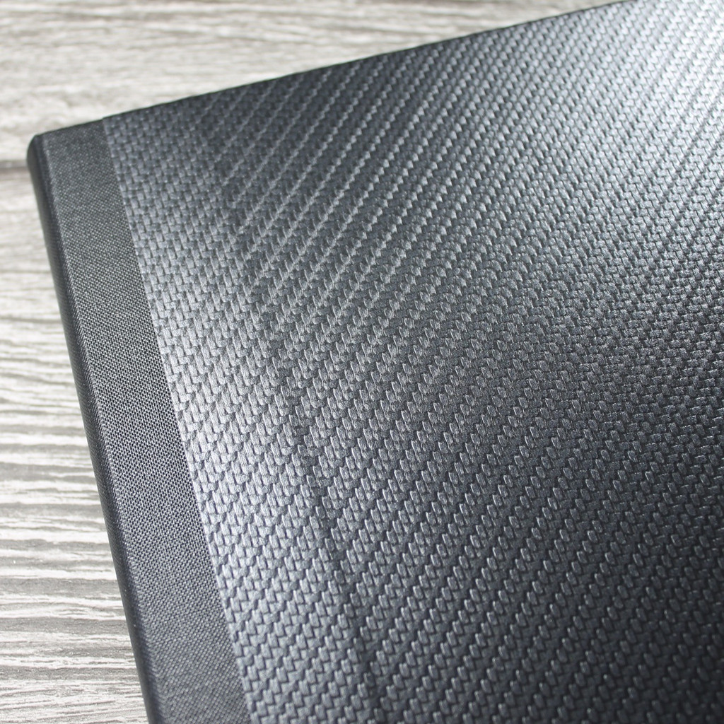 A4 Carbon Weave & Black Art Portfolio / Cachet Portfolio