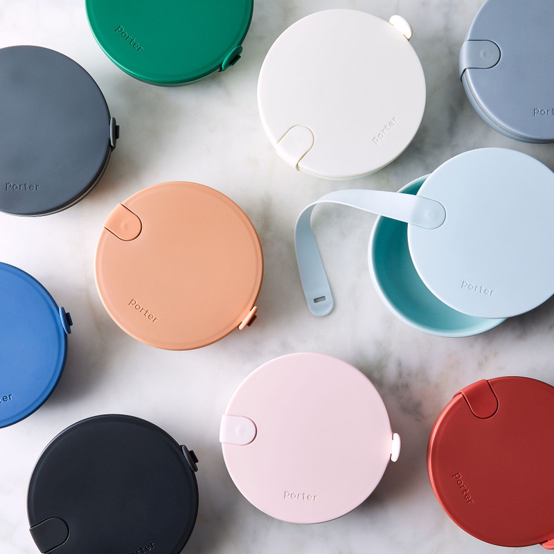 The Porter Bowl is a durable plastic lunch bowl that features a protective nonslip exterior, rigid plastic lid and snap-tight silicone strap. Perfect for transporting your salad, grain bowl or leftovers - wherever life may take you.