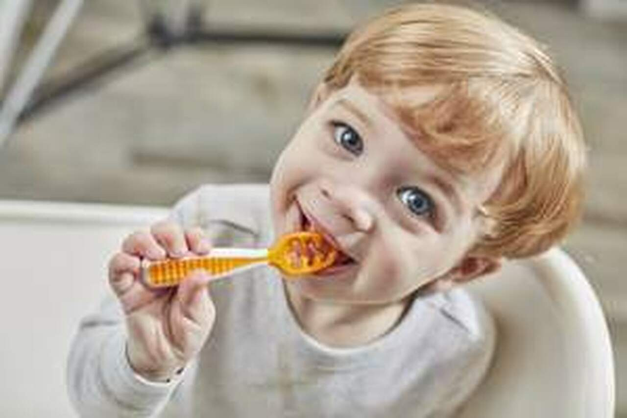 NumNum Gootensil Self Feeding Spoon