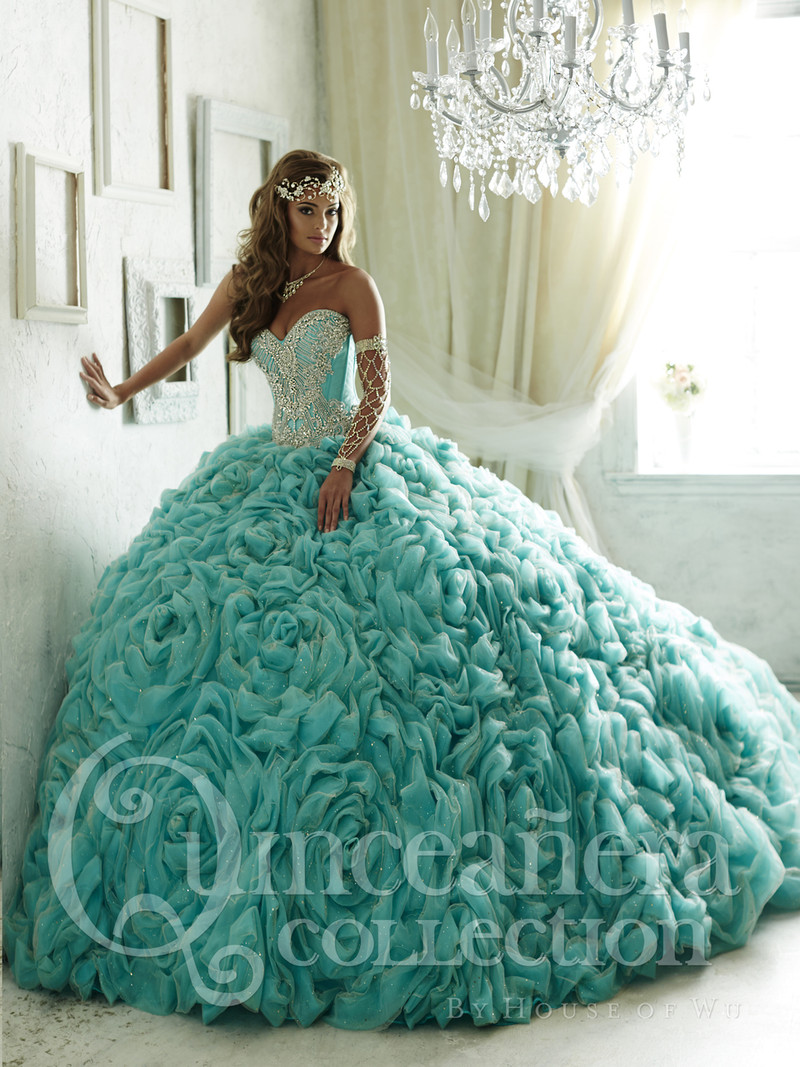 The flowers that make up this quince dress skirt are beautiful.