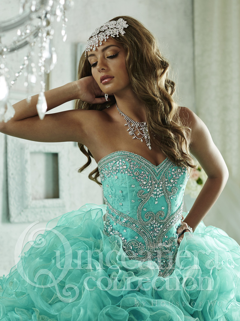 Sweetheart neckline Quinceanera dress.